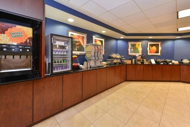 Aurora Colorado Hotel Breakfast Area