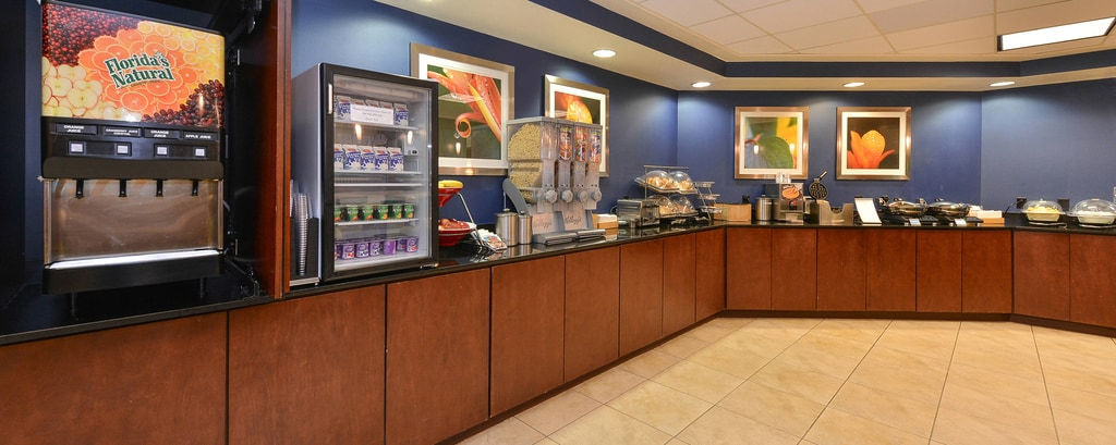 Aurora Colorado Hotel Breakfast Area