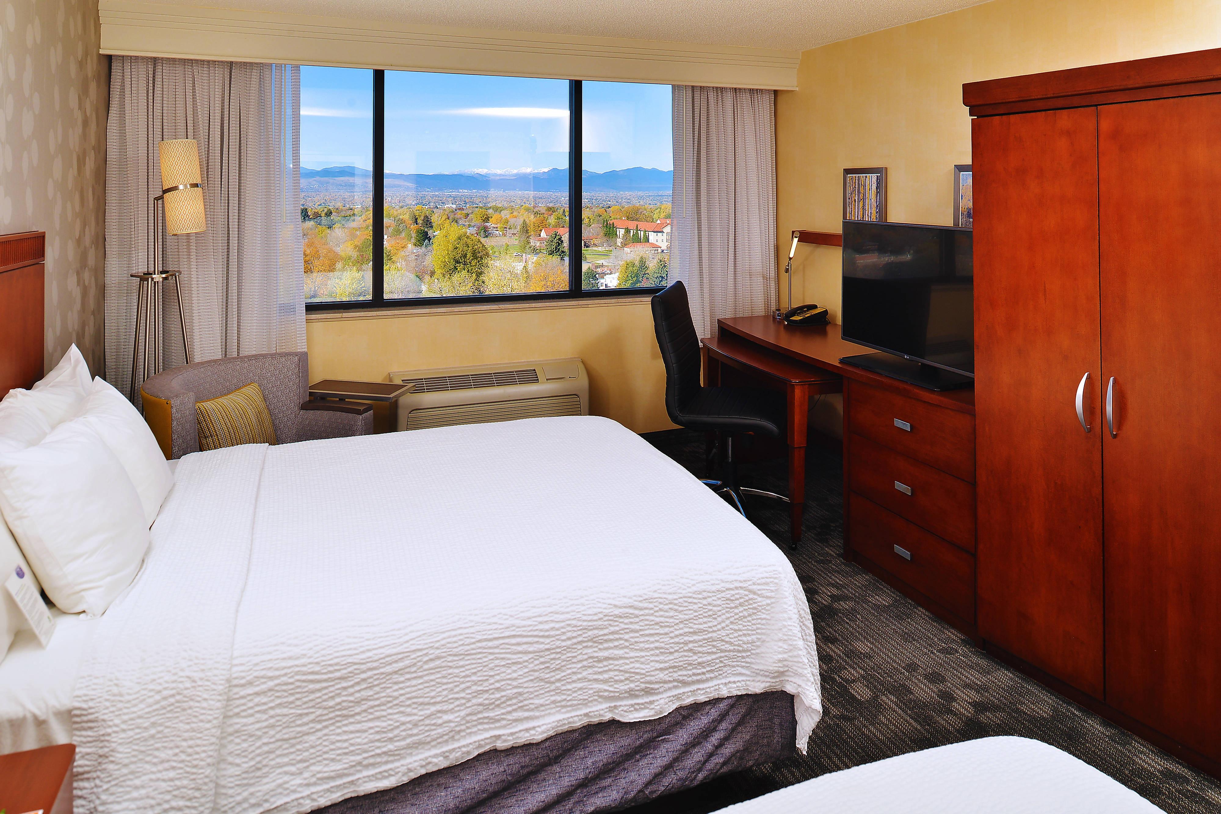 Habitación con dos camas Queen y vista a la montaña