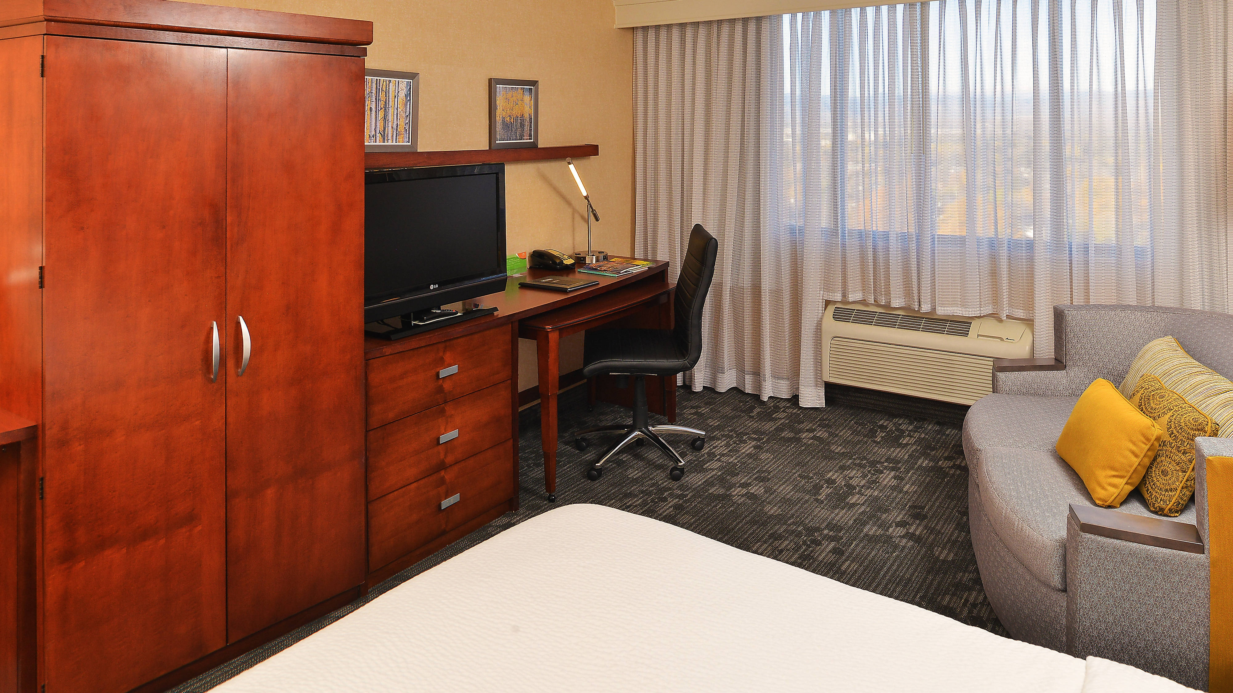 Courtyard Cherry Creek Guest Room