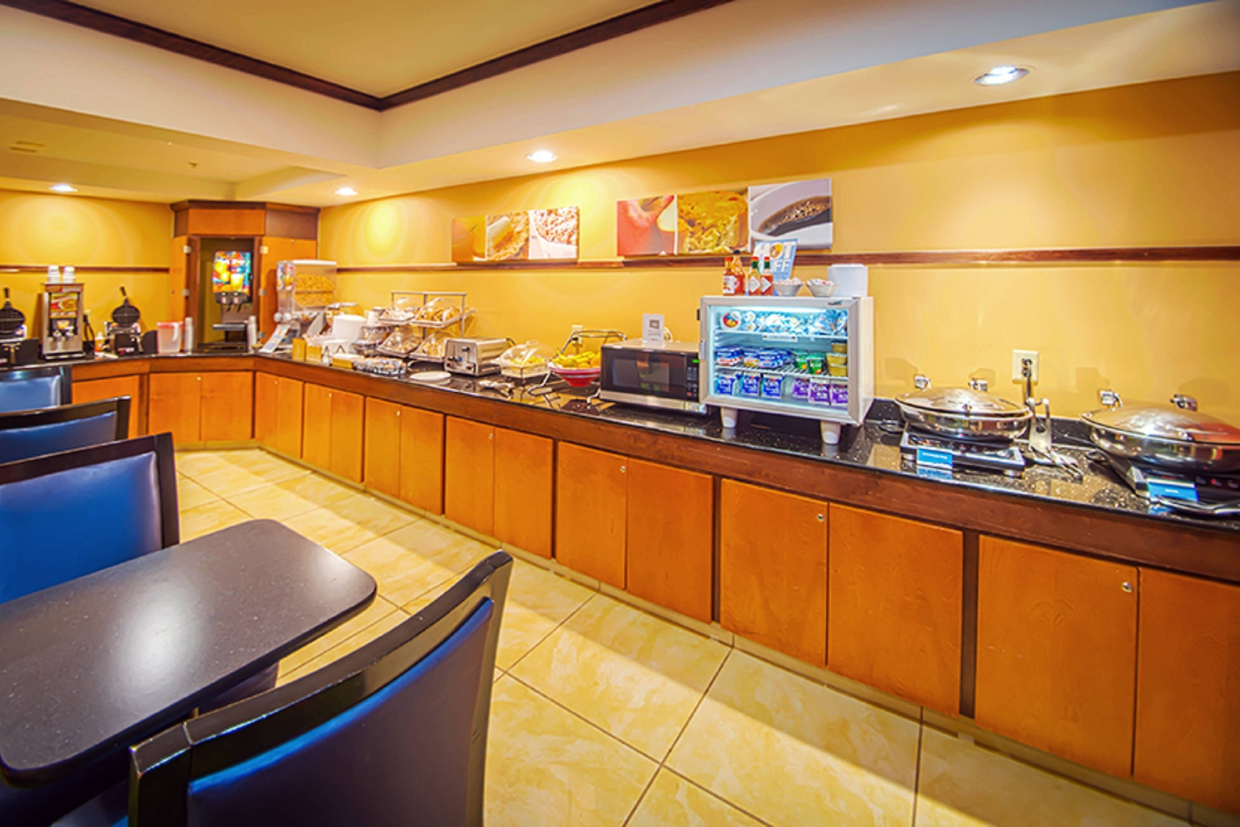 tech center hotel breakfast bar