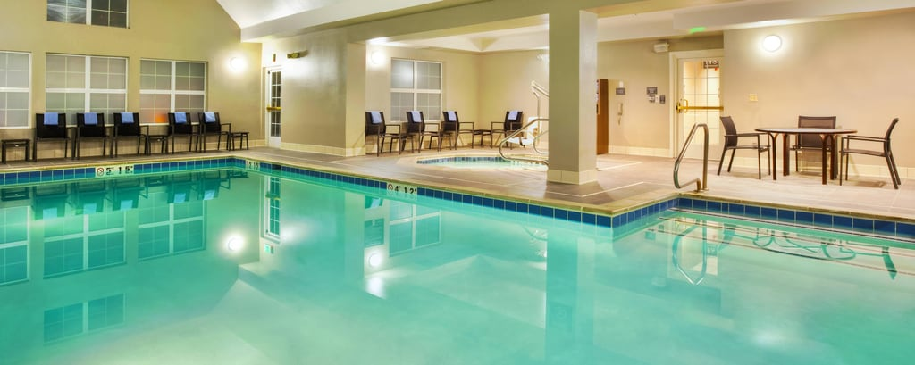 Hotel con piscina en Golden, CO