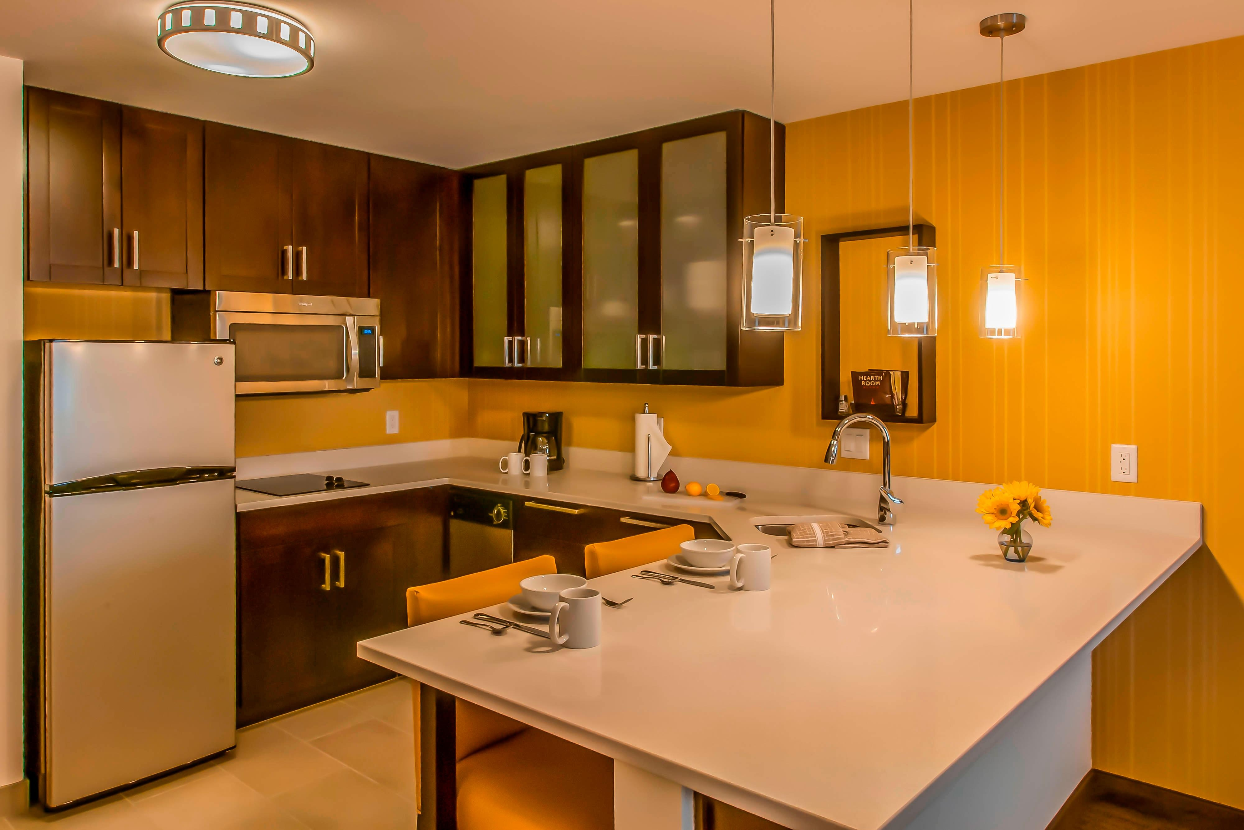 Queen/Queen One-Bedroom Suite Kitchen
