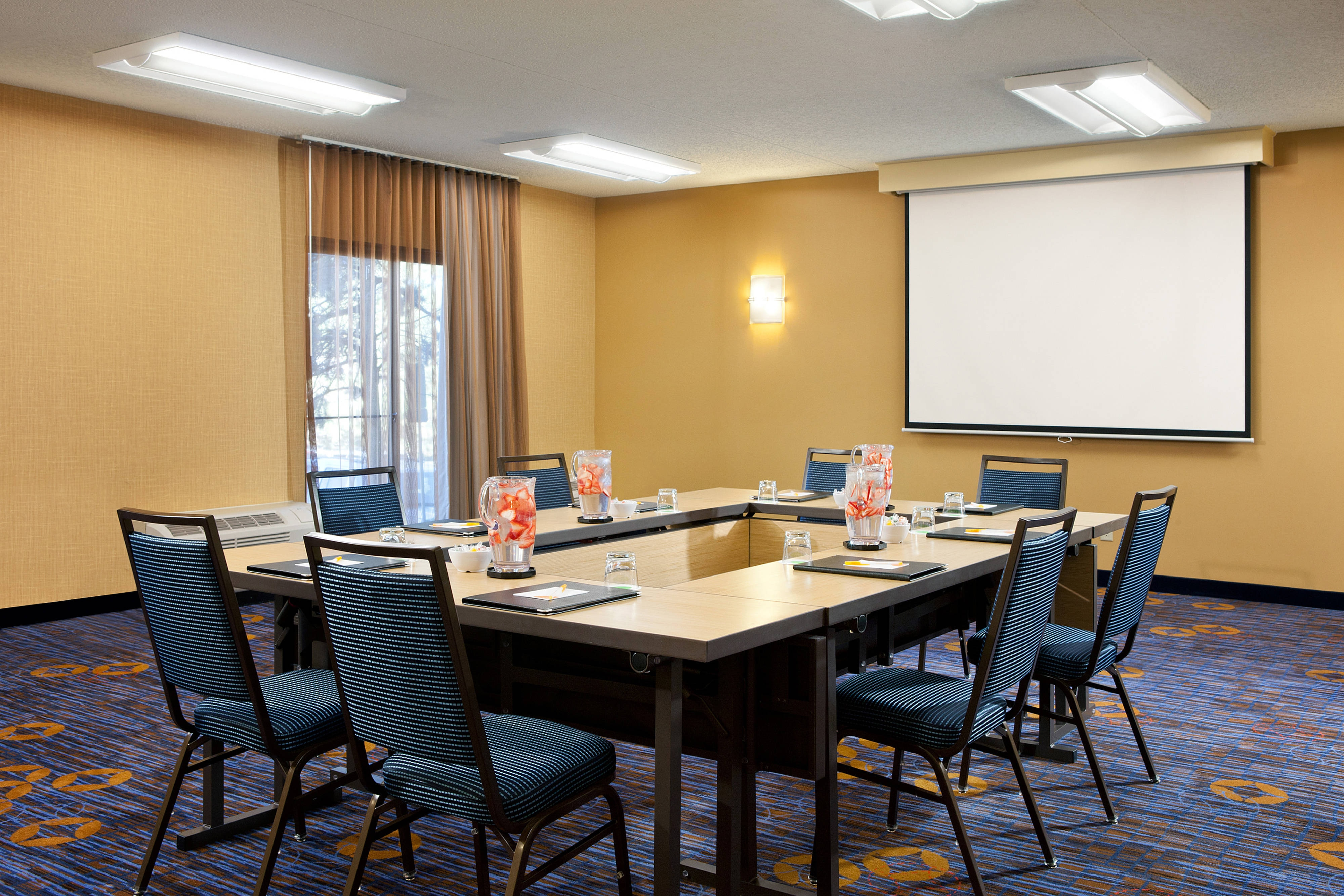 Meeting Room – Hollow Square Style