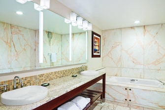 Skyline Suite - Bathroom