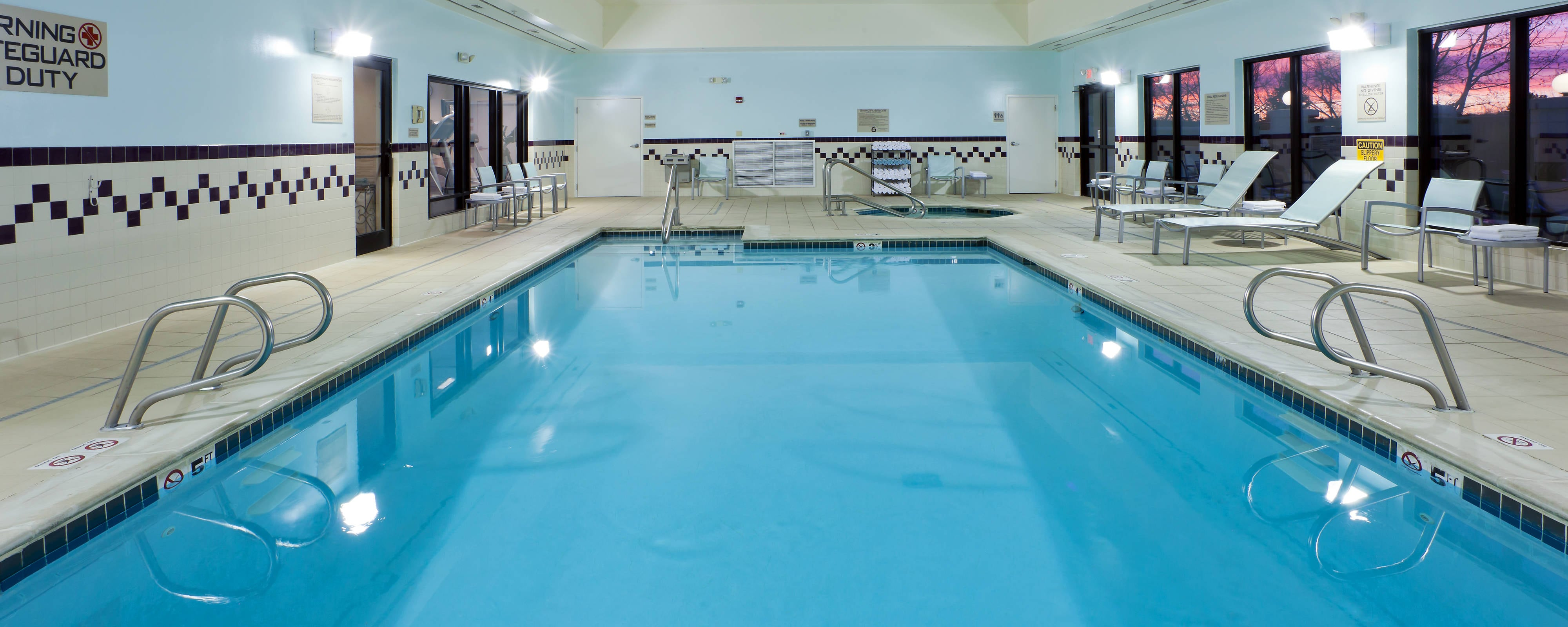 Piscina cubierta del SpringHill Suites Westminster