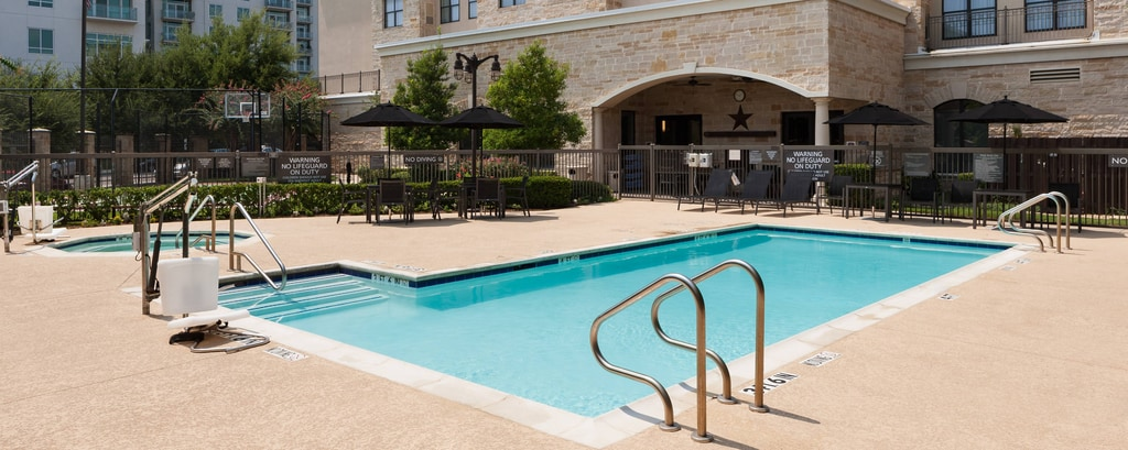 Piscina del Residence Inn Fort Worth Cultural District
