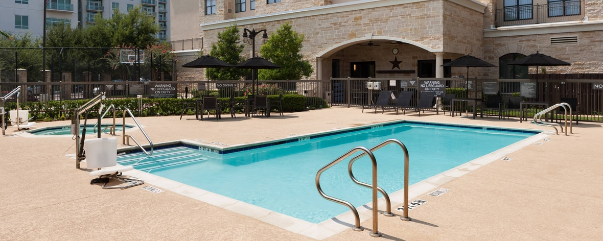 Pool im Residence Inn Fort Worth Cultural District