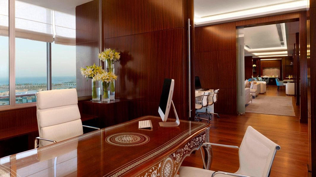 Club Lounge - Check-In Desk