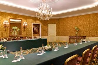 قاعة اجتماعات الديوان - تصميم على شكل حرف U