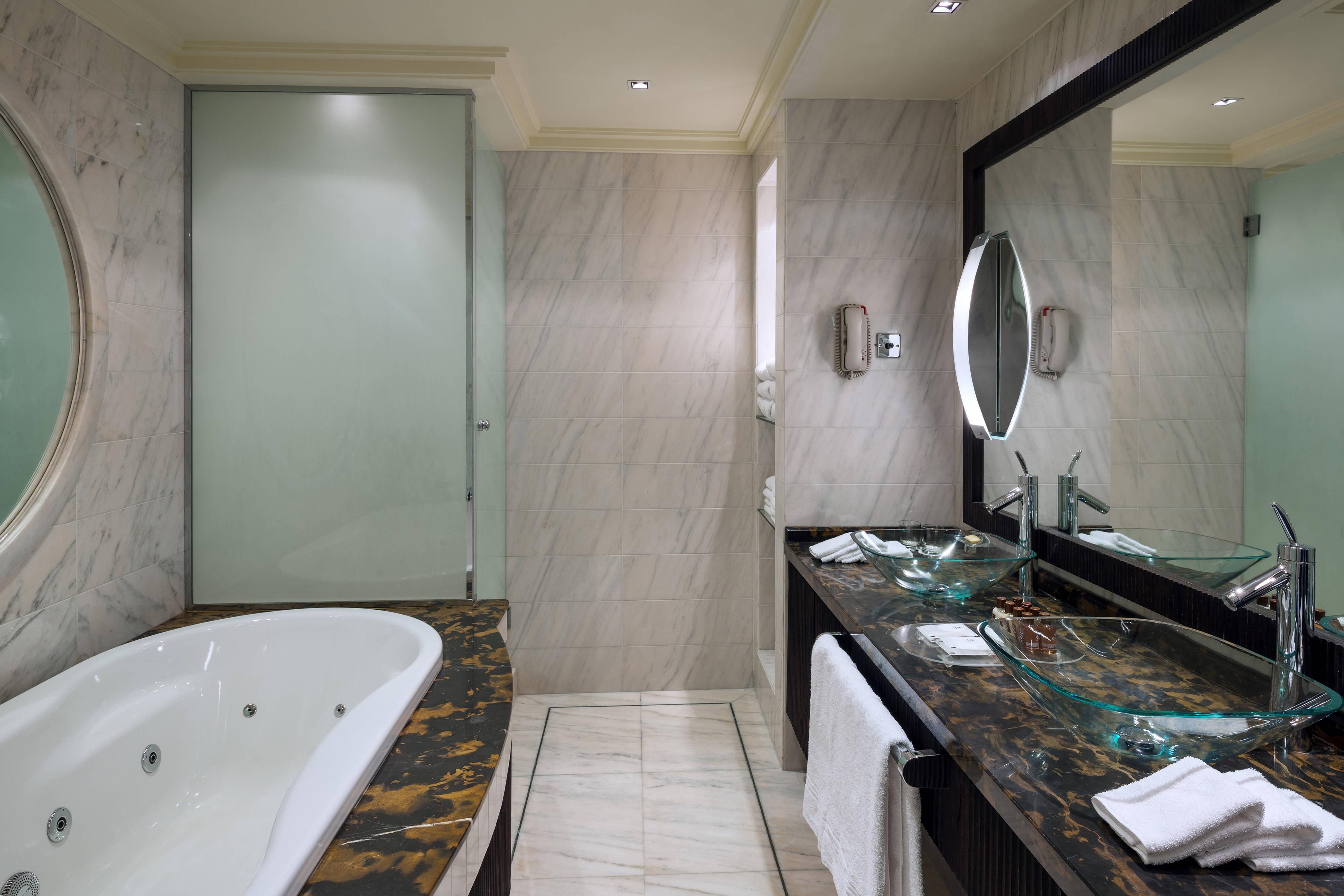 Королевский люкс, ванная с джакузи