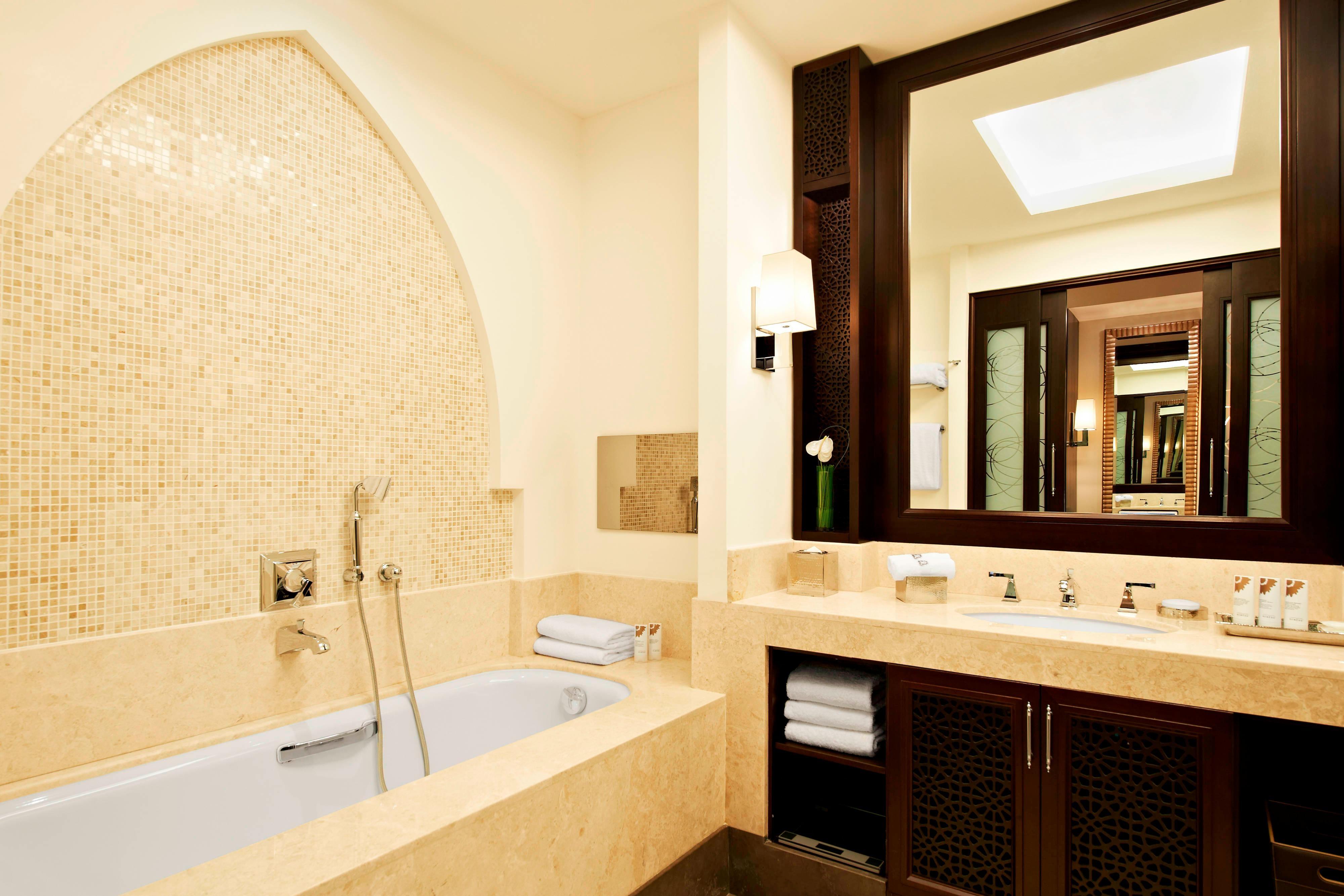 Grand Deluxe Room - Bathroom