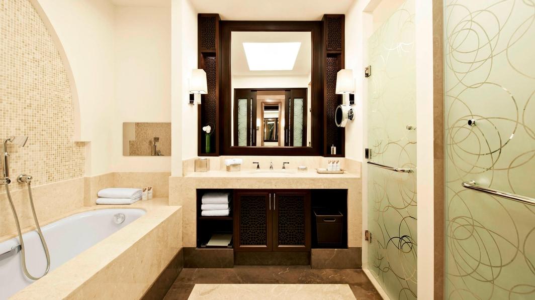Chambre supérieure–salle de bain