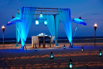 Romantic beach dinner in Bali