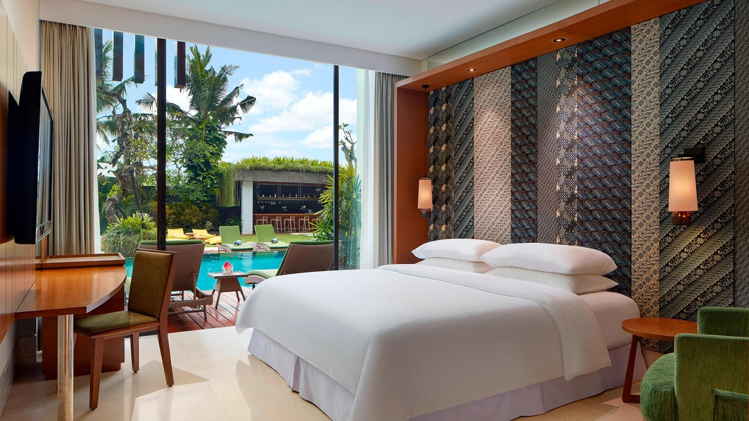 Deluxe Guest Room - Pool View