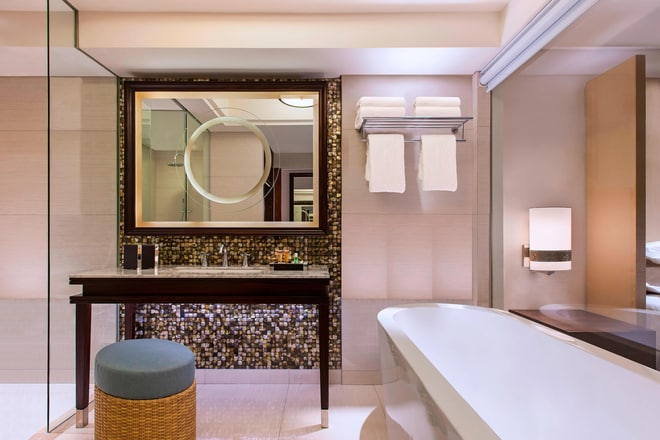 Deluxe Room - Bathroom