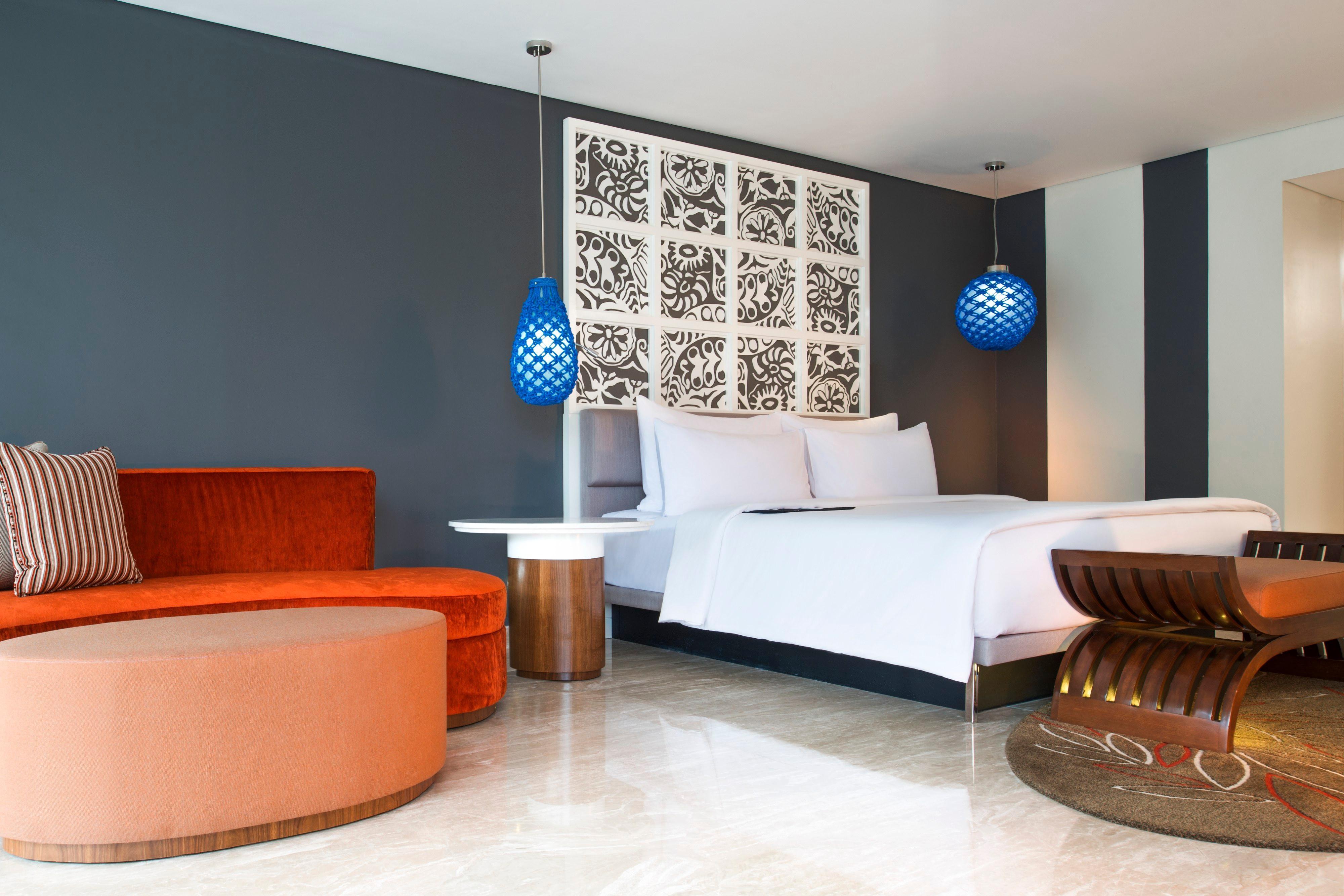 Gästezimmer einer Suite mit Kingsize-Bett