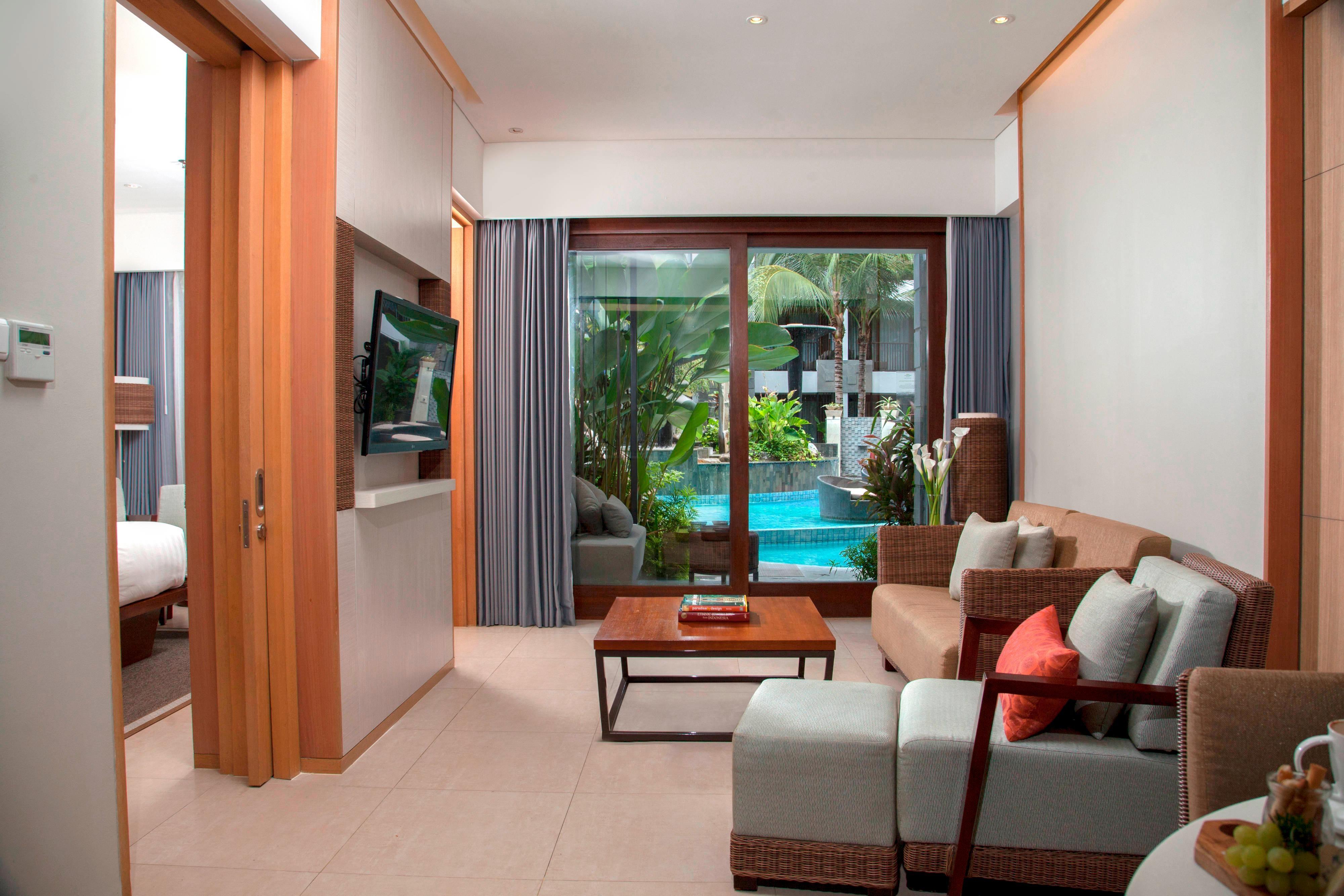 Suite de un dormitorio con terraza hacia la piscina - Sala de estar