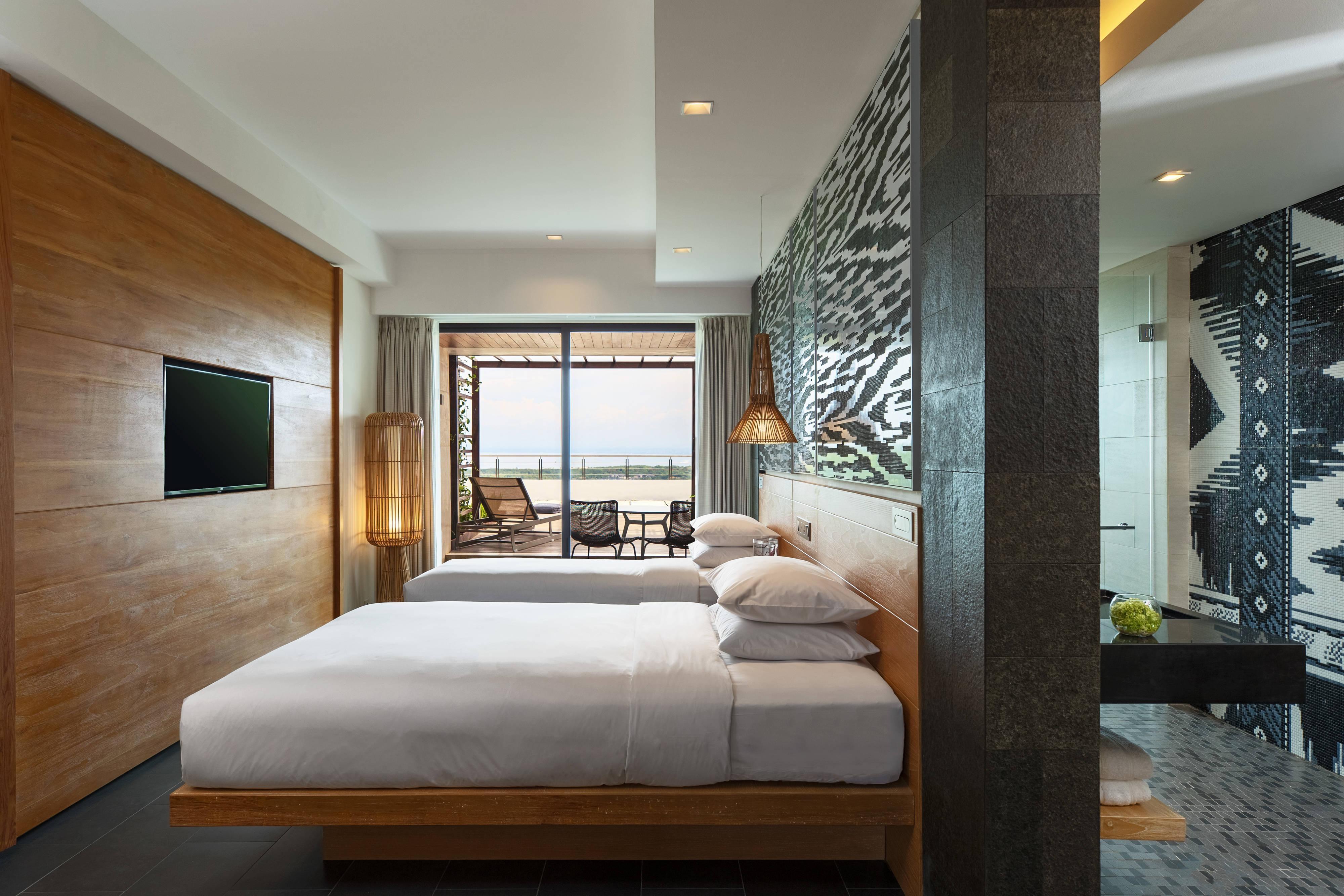 Twin/Twin Deluxe Terrace Ocean Guest Room