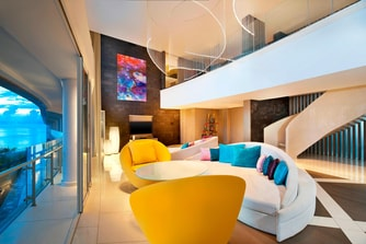 E WOW Suite - Living Room