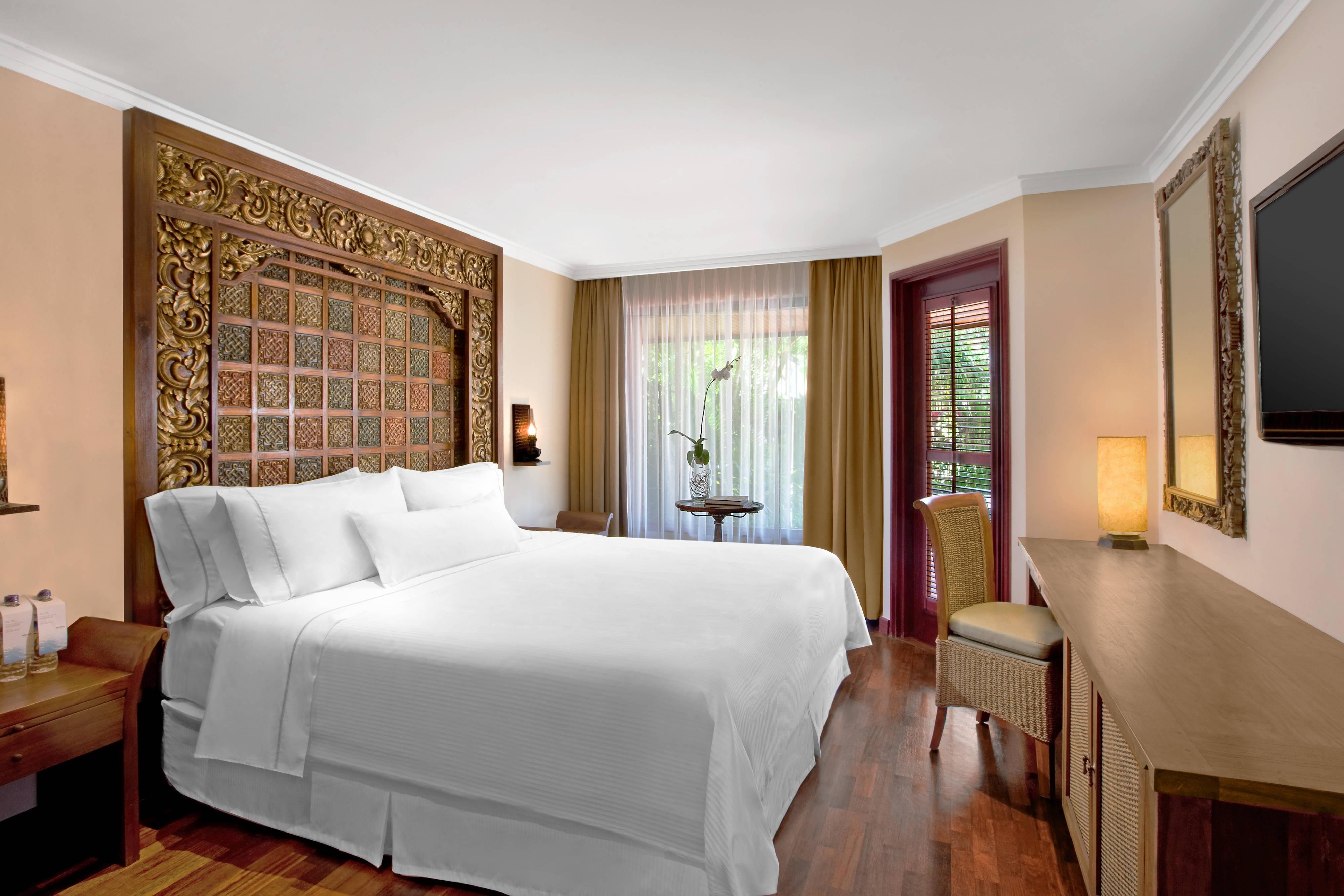 One-Bedroom Ocean View Suite - Bedroom