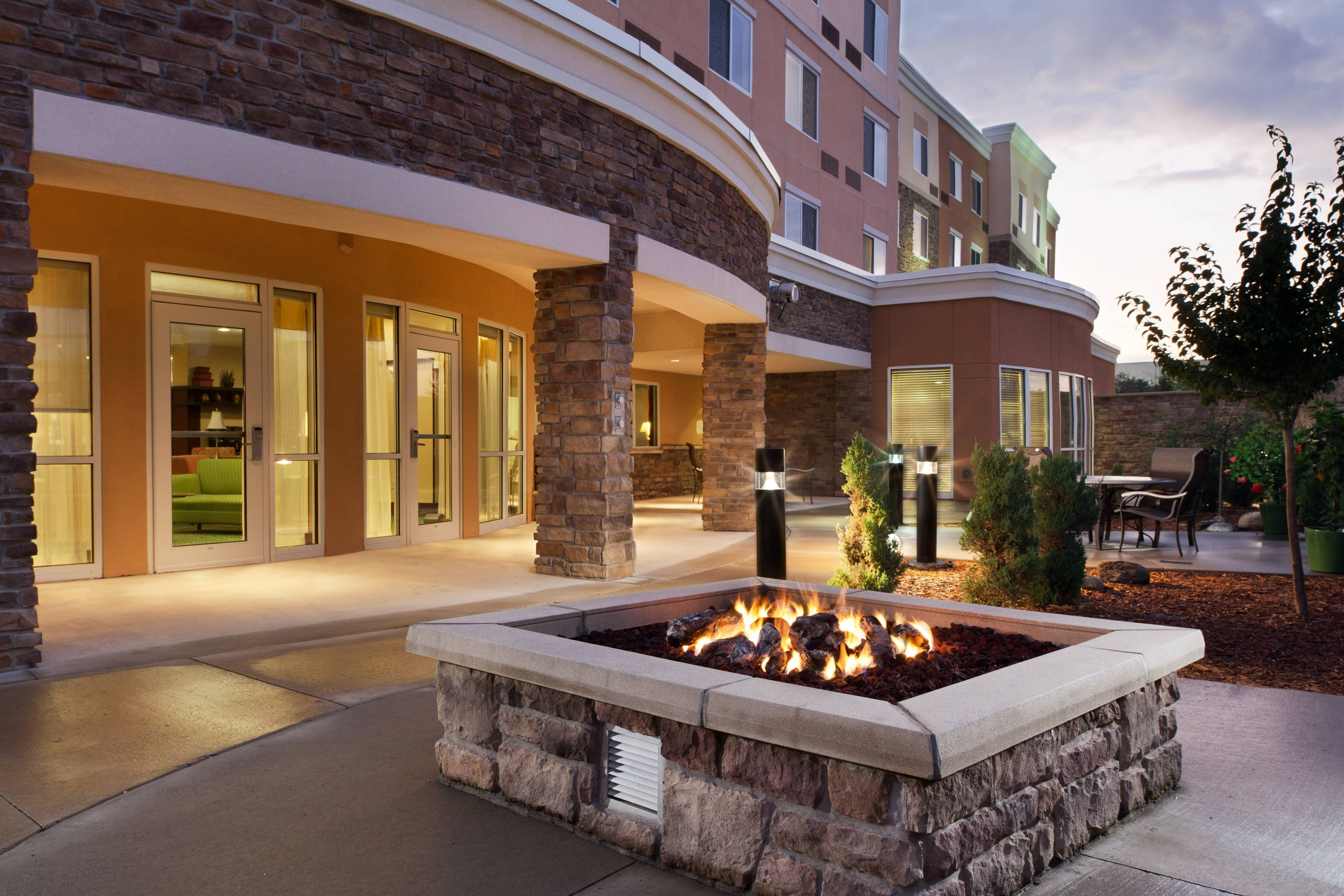 Ankeny, hotel outdoor fire pit