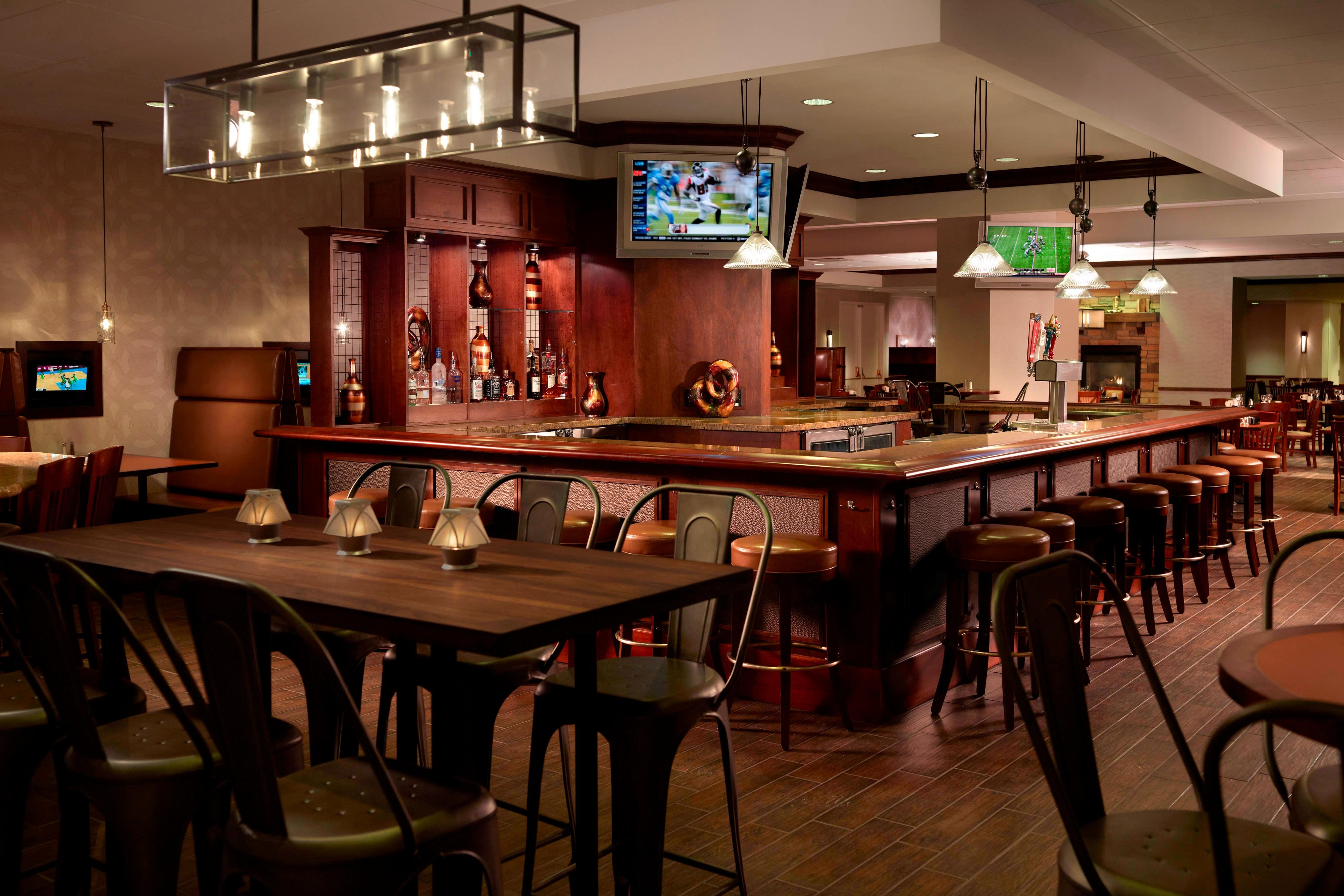 Rock River Grill & Tavern - Bar
