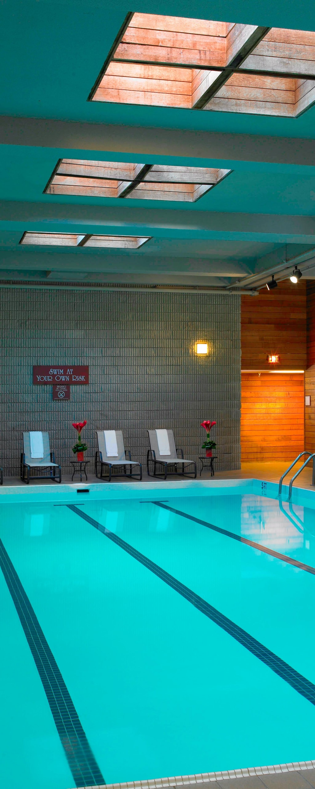 Hotel In Des Moines With Pool Des Moines Marriott Downtown