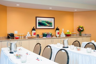 Meeting room TownePlace Suites Urbandale hotel