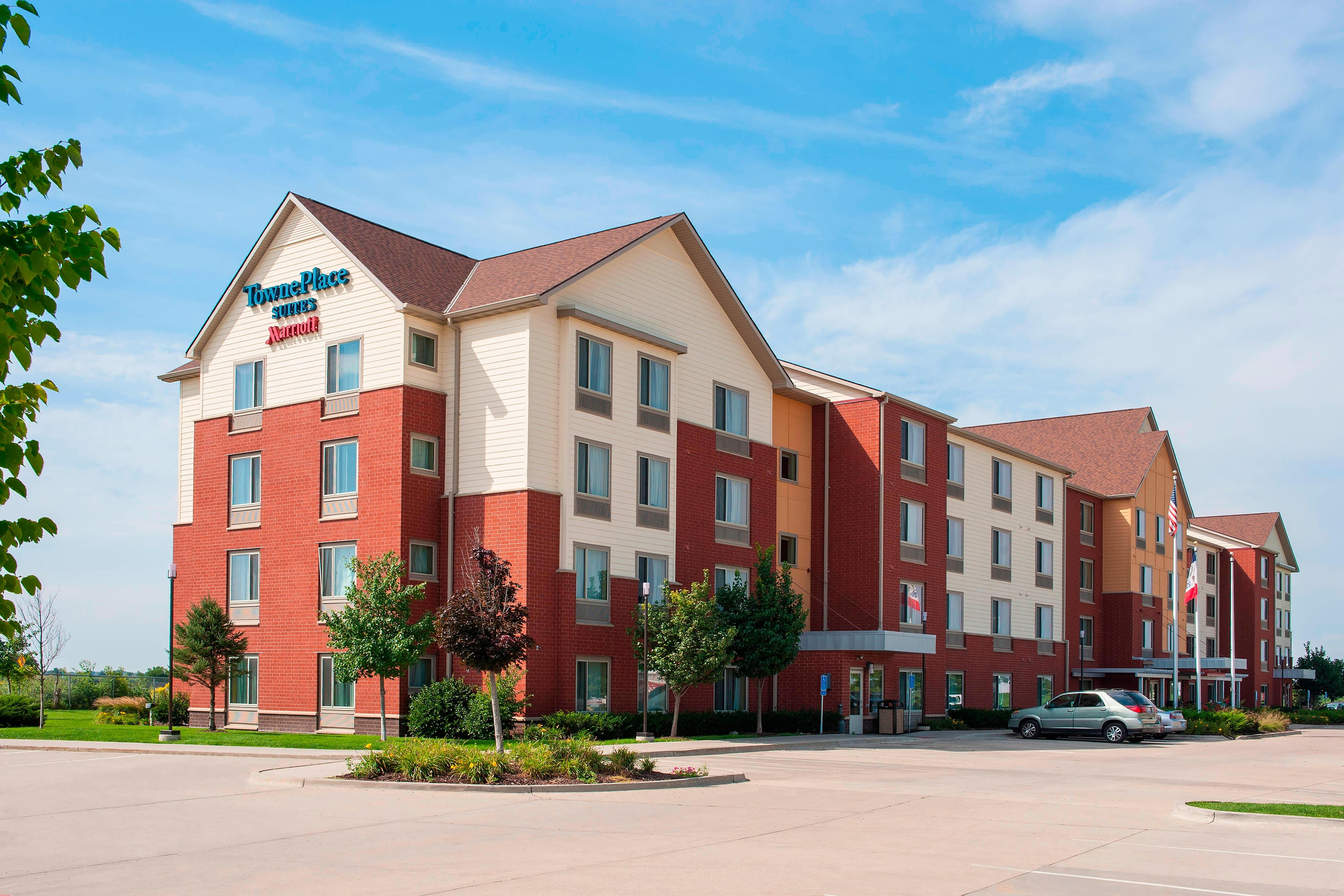 Hotel exterior of TownePlace Suites Urbandale, IA