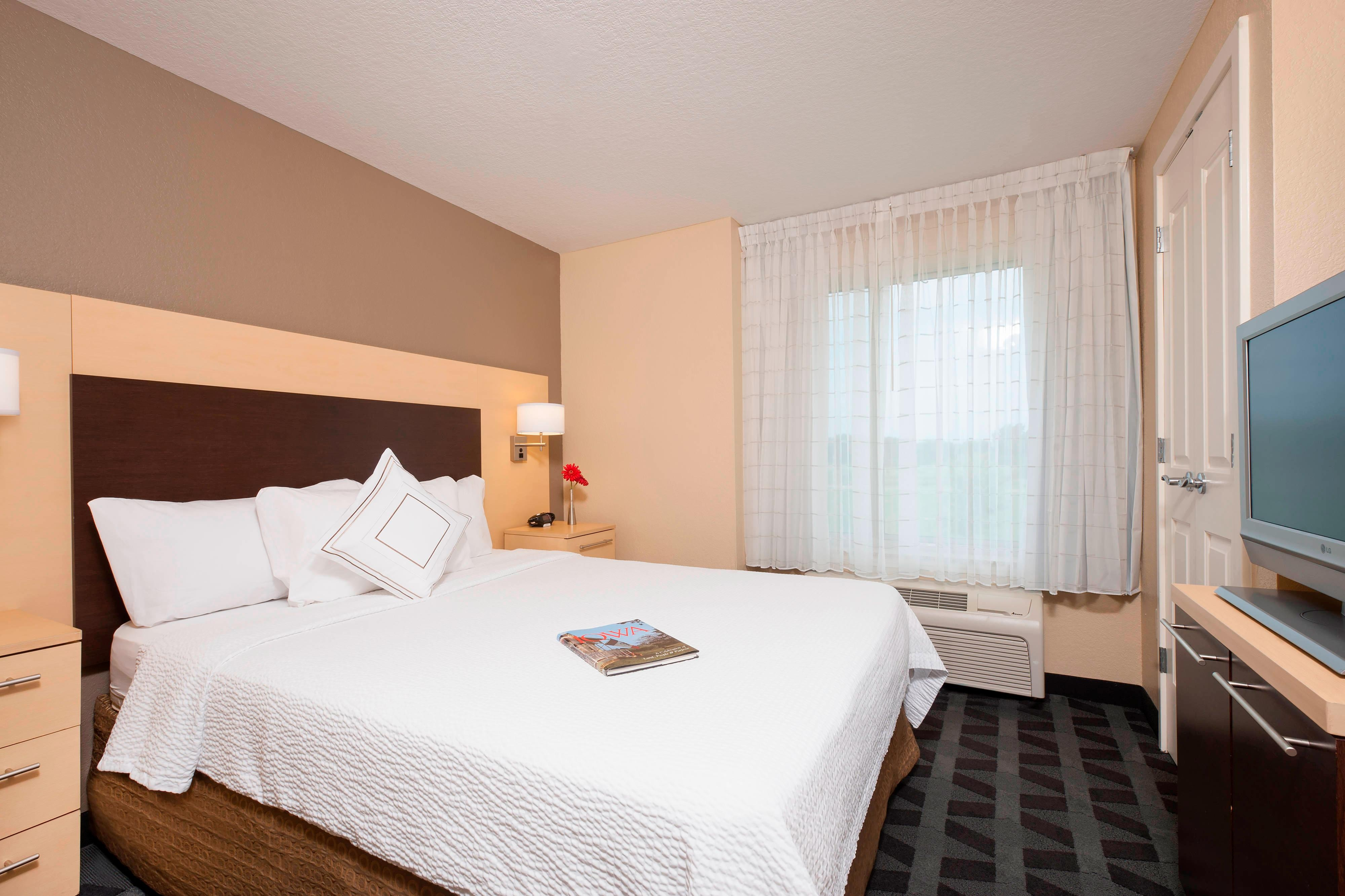 Suite at TownePlace Suites Urbandale, IA