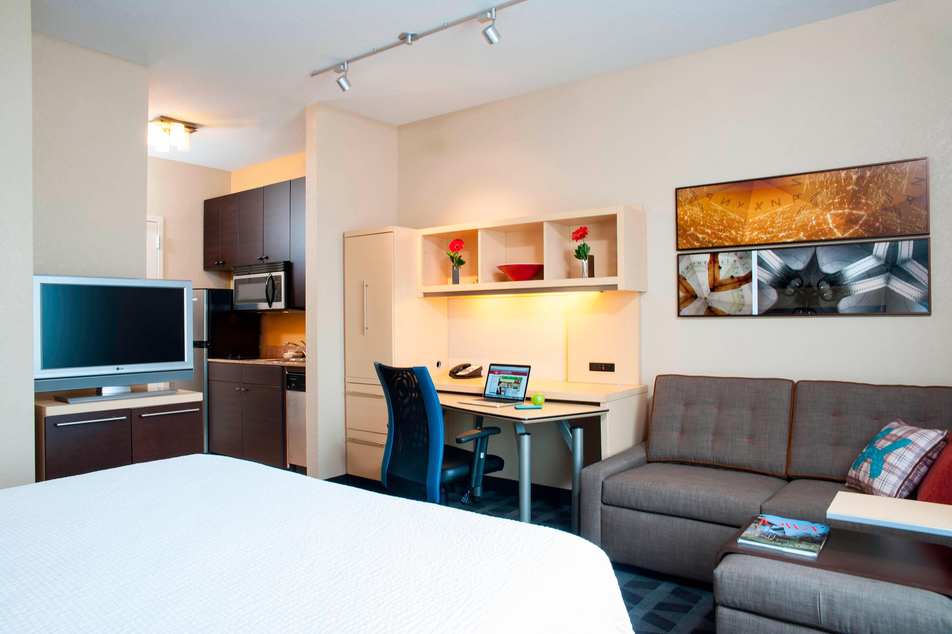 Studio room at TownePlace Suites Des Moines Urbandale, IA
