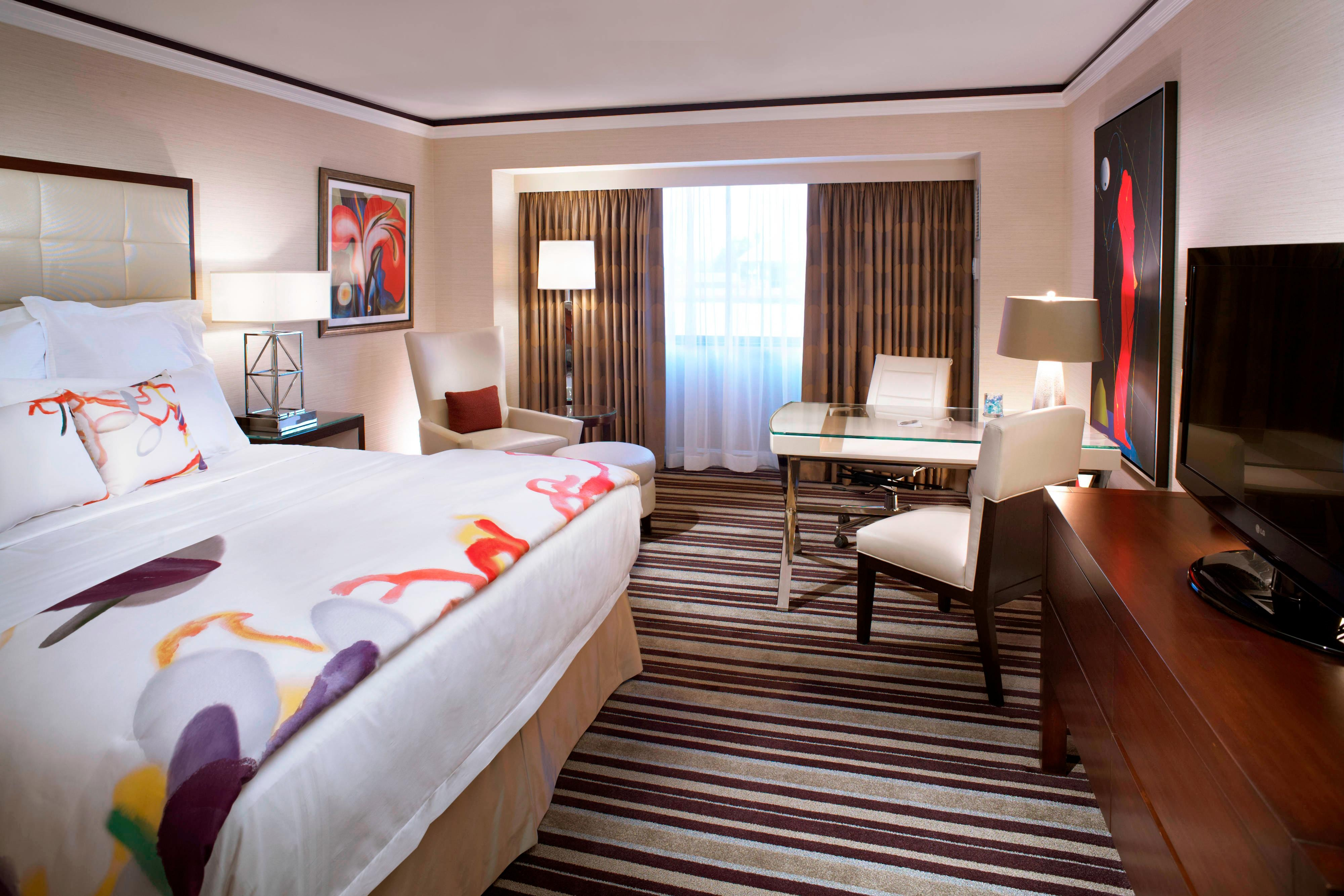 Club Lounge Guest Room