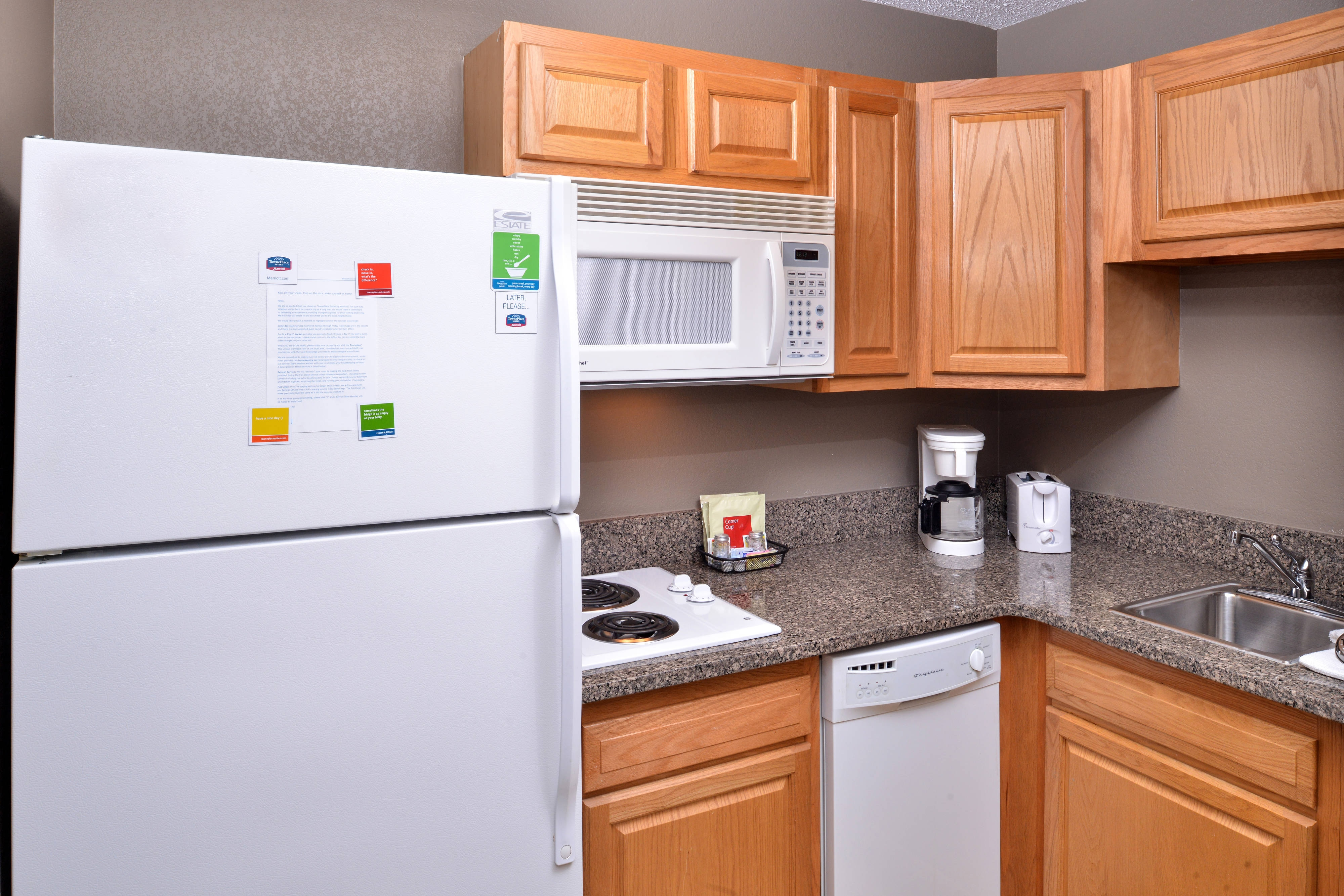 Kitchenette with Refrigerator