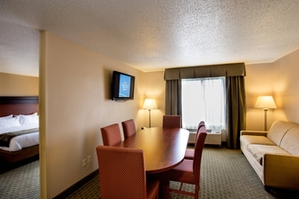 Hotel King Suite in Livonia