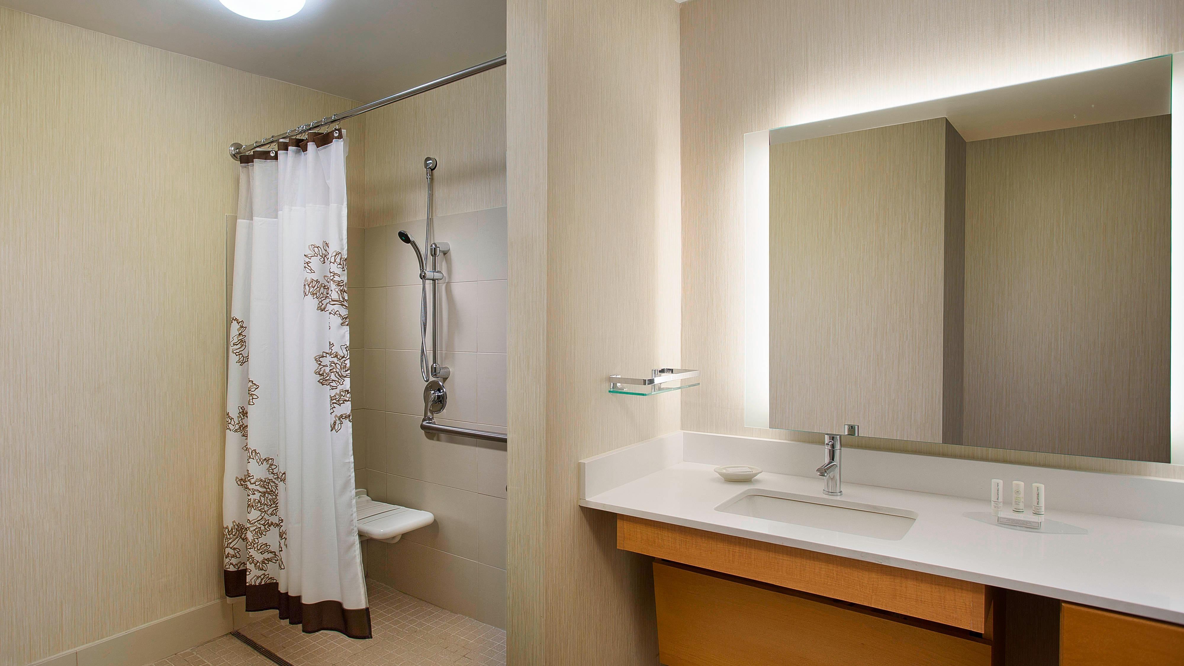 Bad der behindertengerechten Suite in Novi