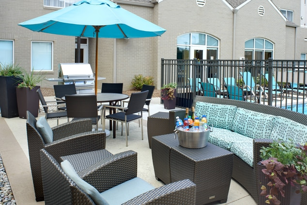 Michigan Hotel Outdoor Patio & Grill