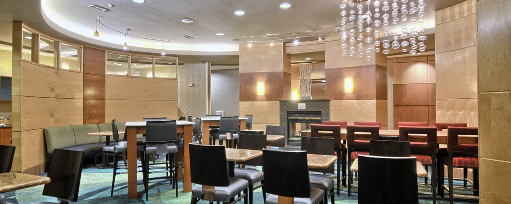 Springhill Suites Detroit Southfield Dining Area