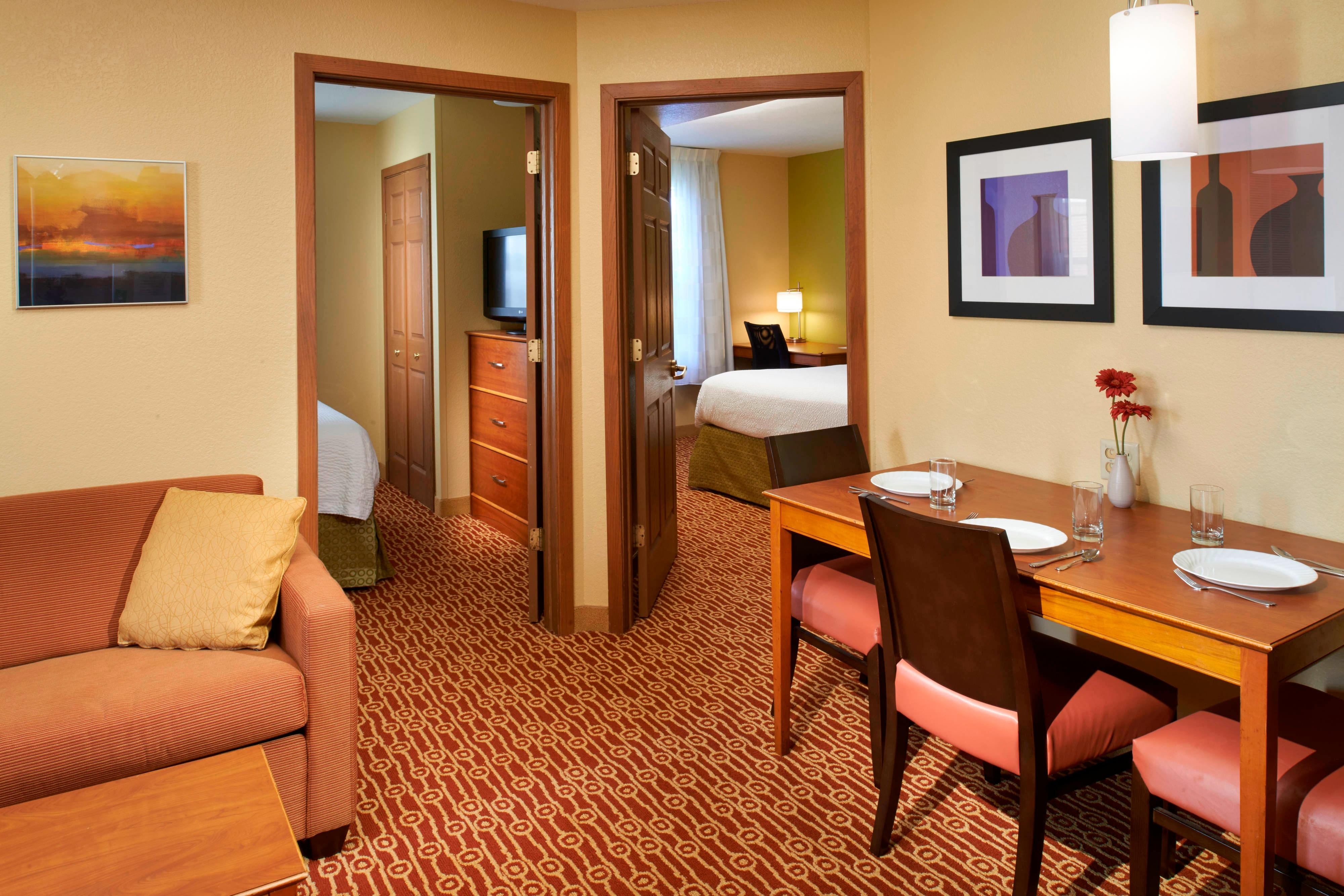 Extended stay novi michigan hotels towneplace suites - Hotels that have 2 bedroom suites ...