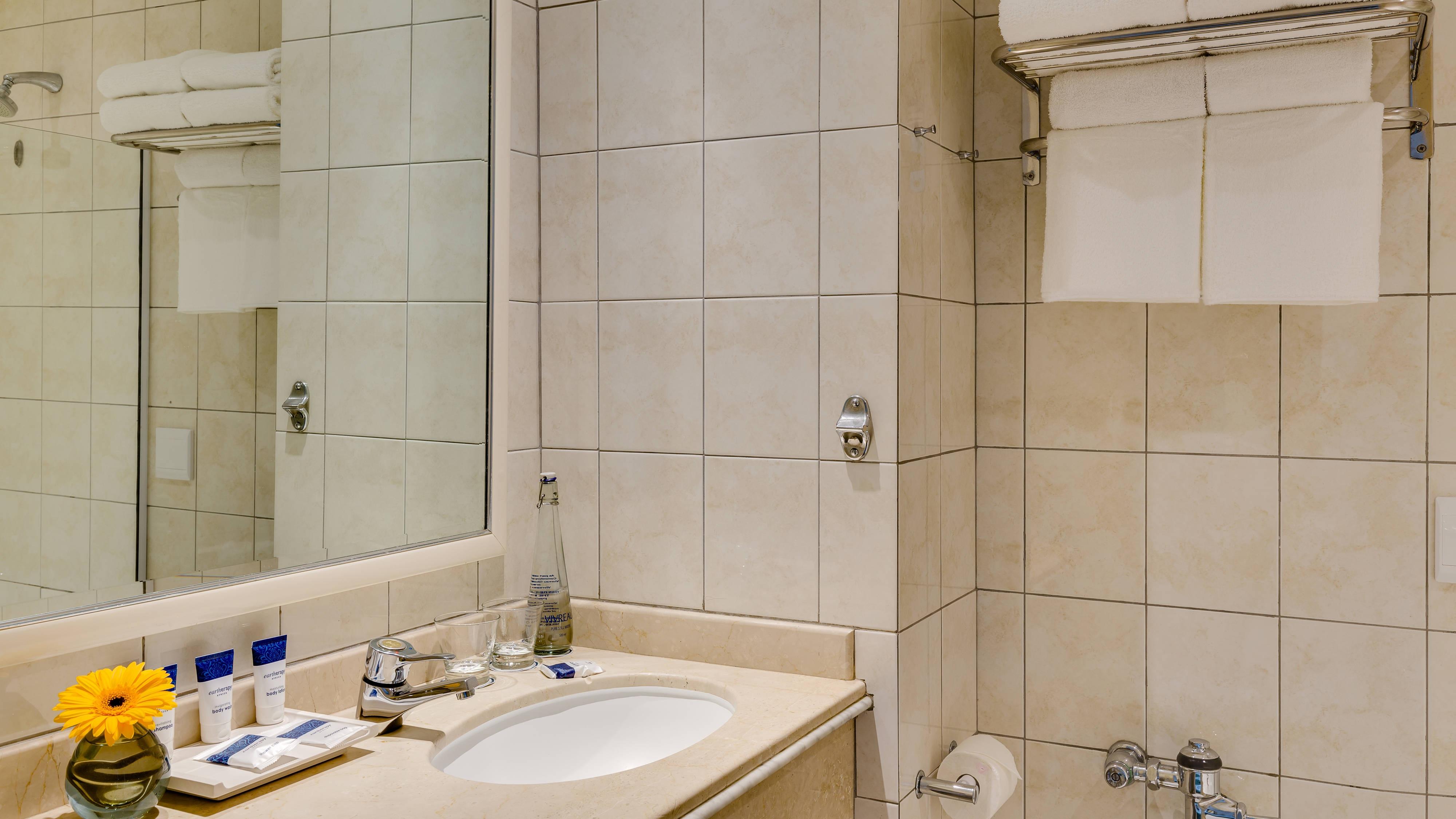 Protea Hotel Edward Bathroom