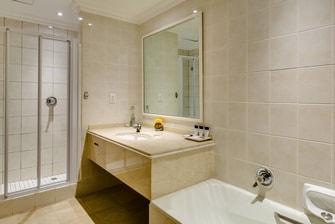 Protea Hotel Edward Family Bathroom