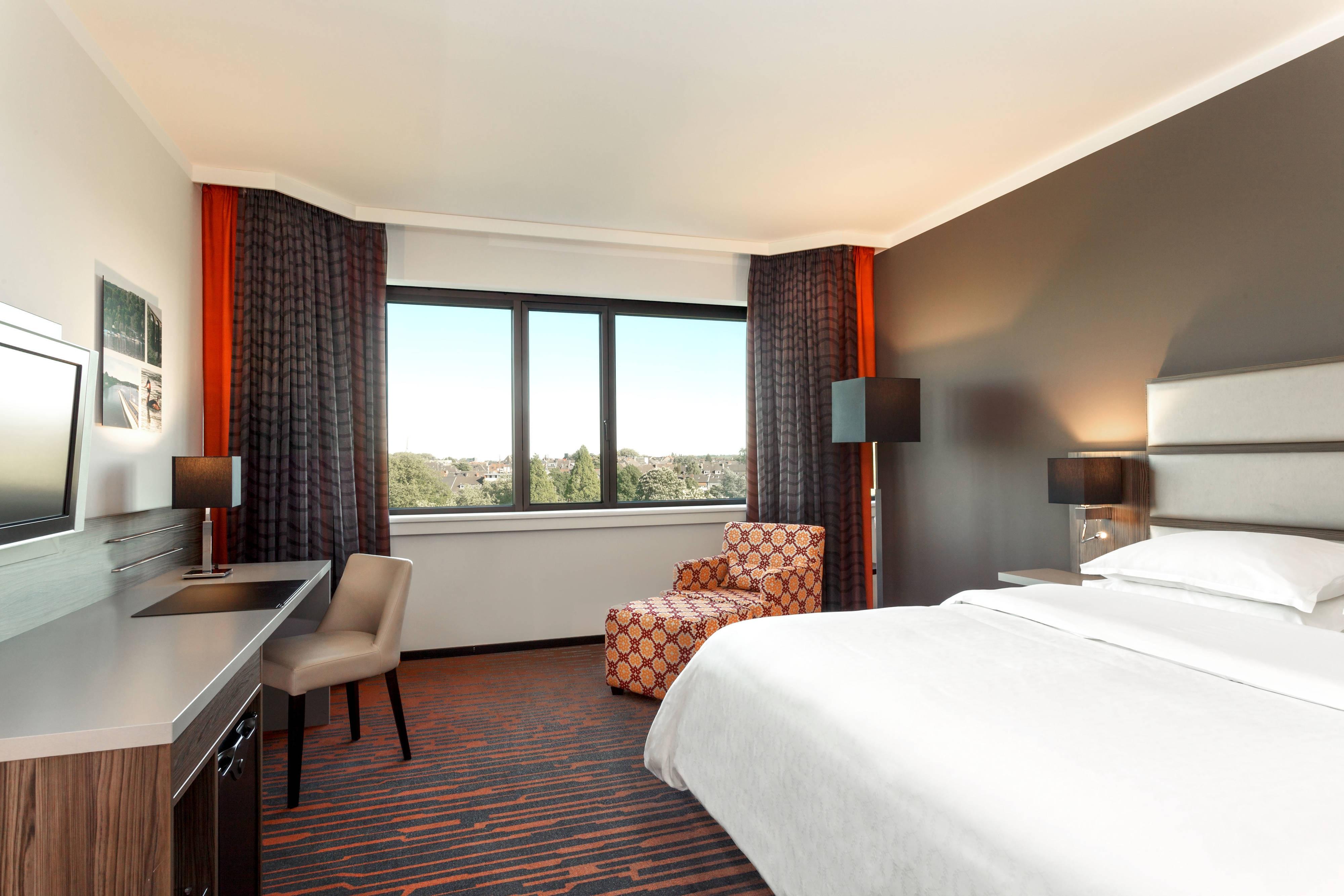 Queen Premium Guest Room