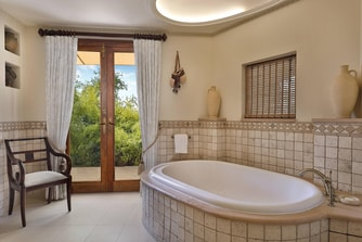 Bedouin Suite - Bathroom Bathtub