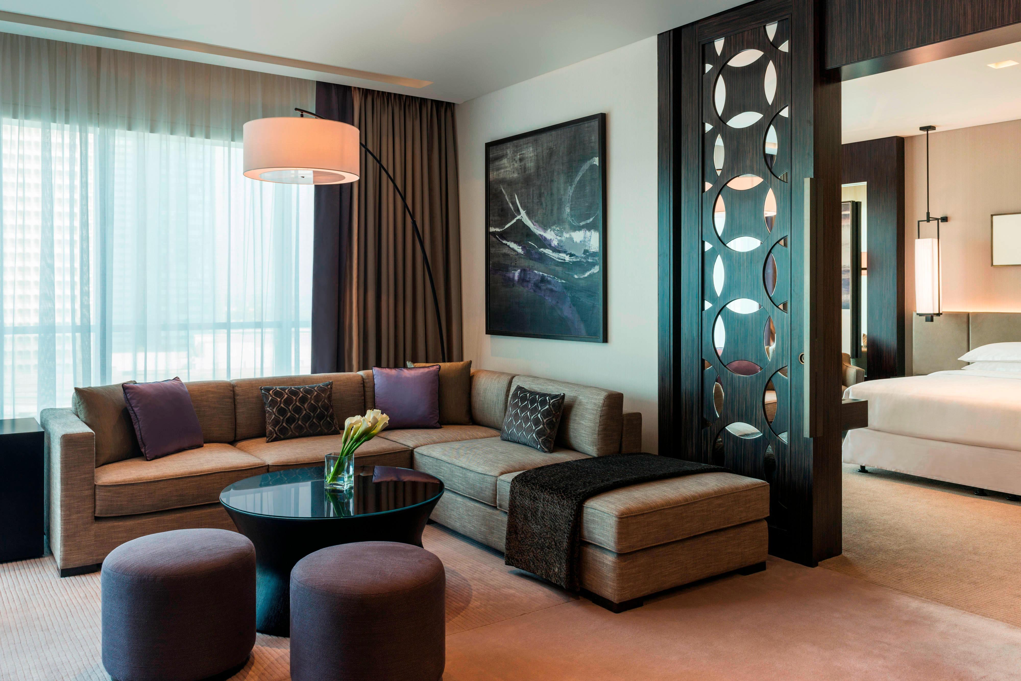 Deluxe Suite, Zugang zur Club Lounge, Suite mit 1 Schlafzimmer, 1 Kingsize-Bett, Bäder: 1.5, Blick auf die Stadt