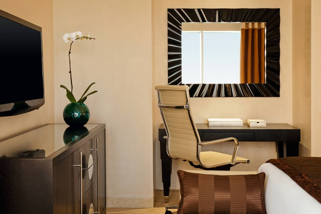 Grosvenor Suite-Master Bedroom Working Desk