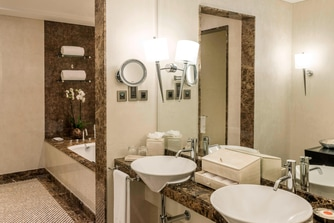 Premier Executive Suite Bathroom