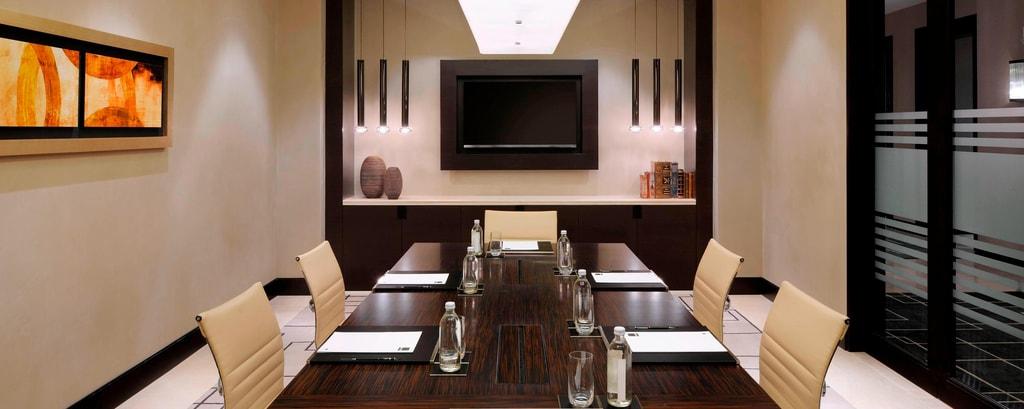 قاعة اجتماعات مجلس الإدارة في دبي