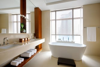 Dubai Luxury hotel bathroom