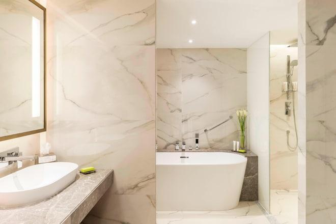 Classic Suite - Bathroom
