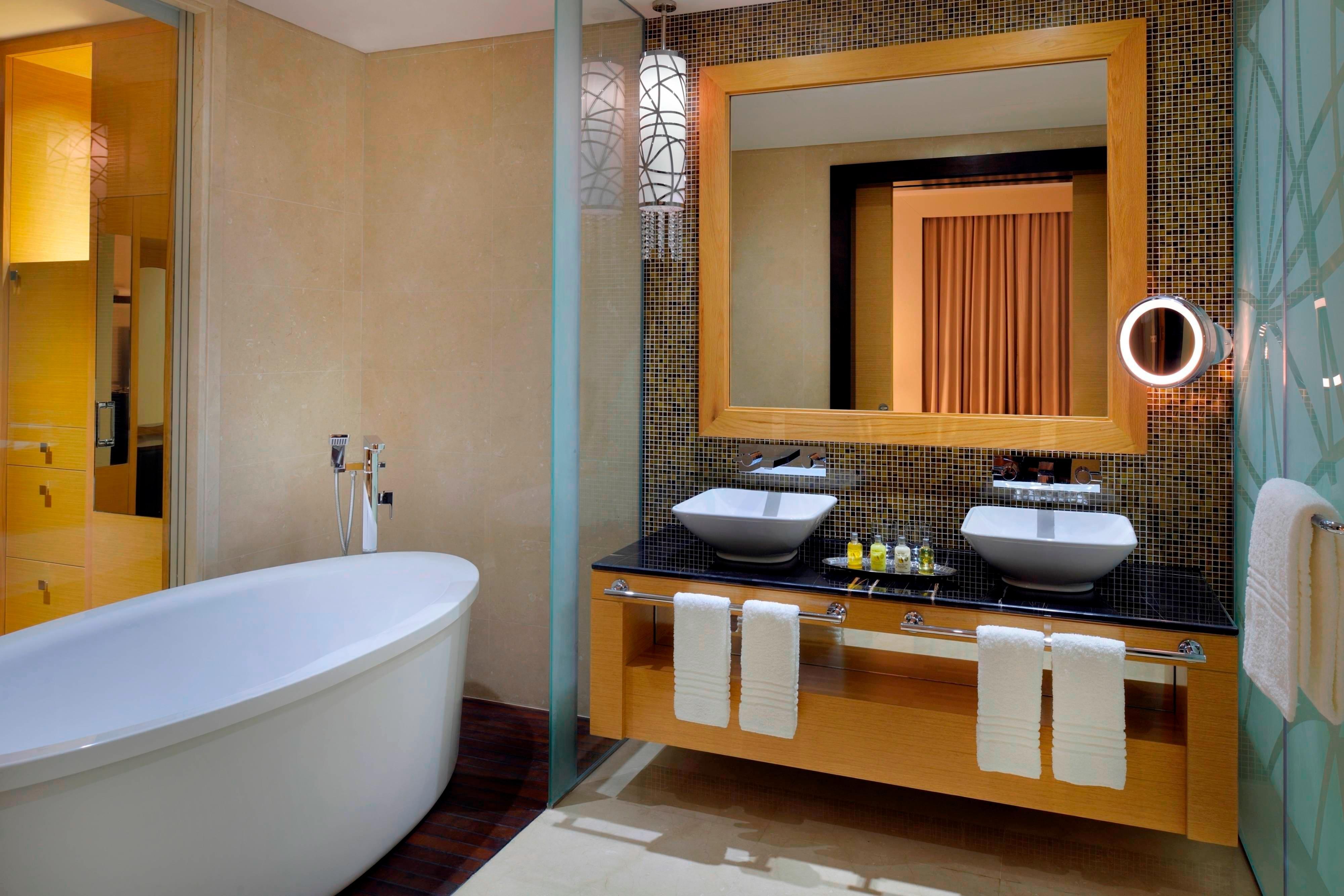 Dubai suite bathroom